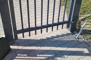 Ferme-portail invisible